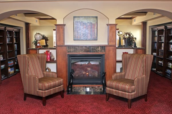 Cozy seating in the library at Heatherwood Gracious Retirement Living in Tewksbury, Massachusetts