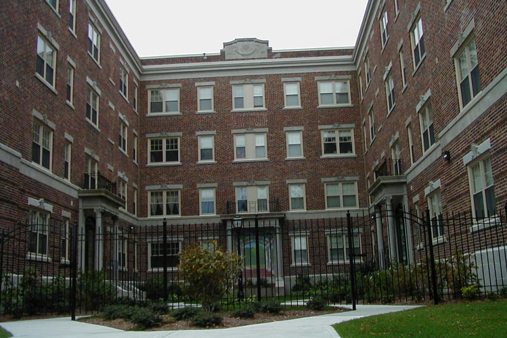 Stephens Hall Apartments near West Elmwood Apartments in Providence, Rhode Island