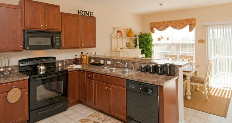 Modern appliances at Emerald Pointe Townhomes in Harrisburg, Pennsylvania