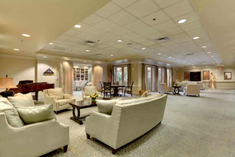 Enticing lounge area at Carriage Court of Kenwood in Cincinnati, Ohio.