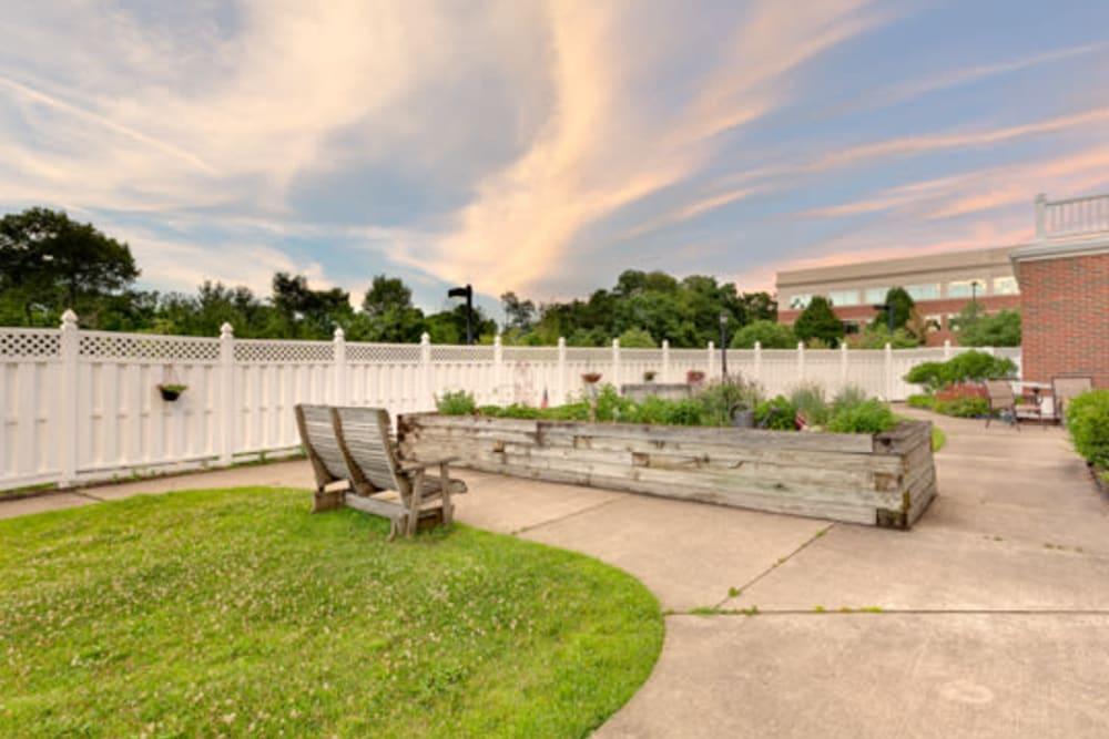 Outdoor patio area at Carriage Court of Kenwood in Cincinnati, Ohio