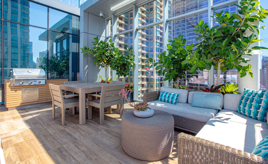 Outdoor Resident Lounge at Residences at 8 East Huron in Chicago, Illinois
