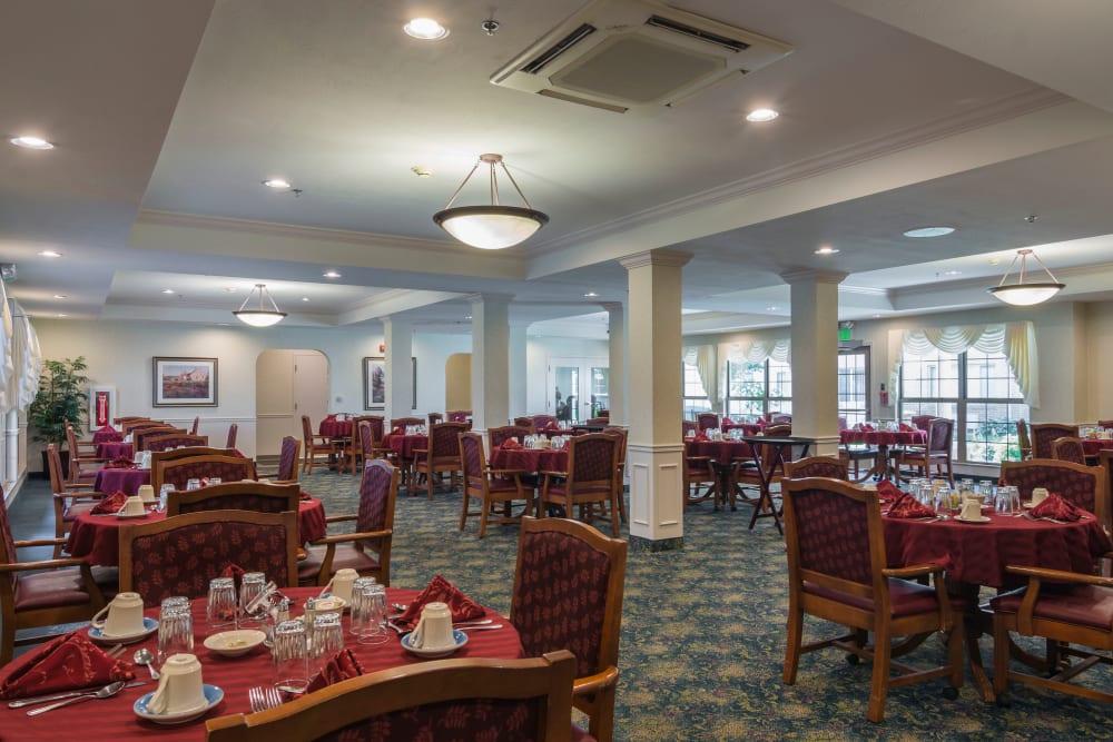 Senior Living Dining Room in Michigan City Indiana