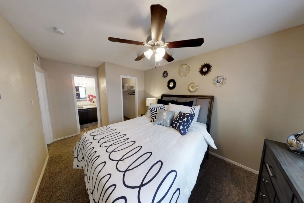 Maple Trail Apartments & Townhomes offers a spacious master bedroom in Pasadena, Texas