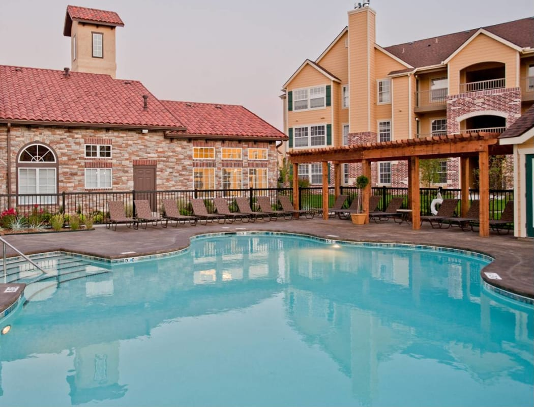 Sparkling swimming pool at Tuscany Place in Lubbock, Texas