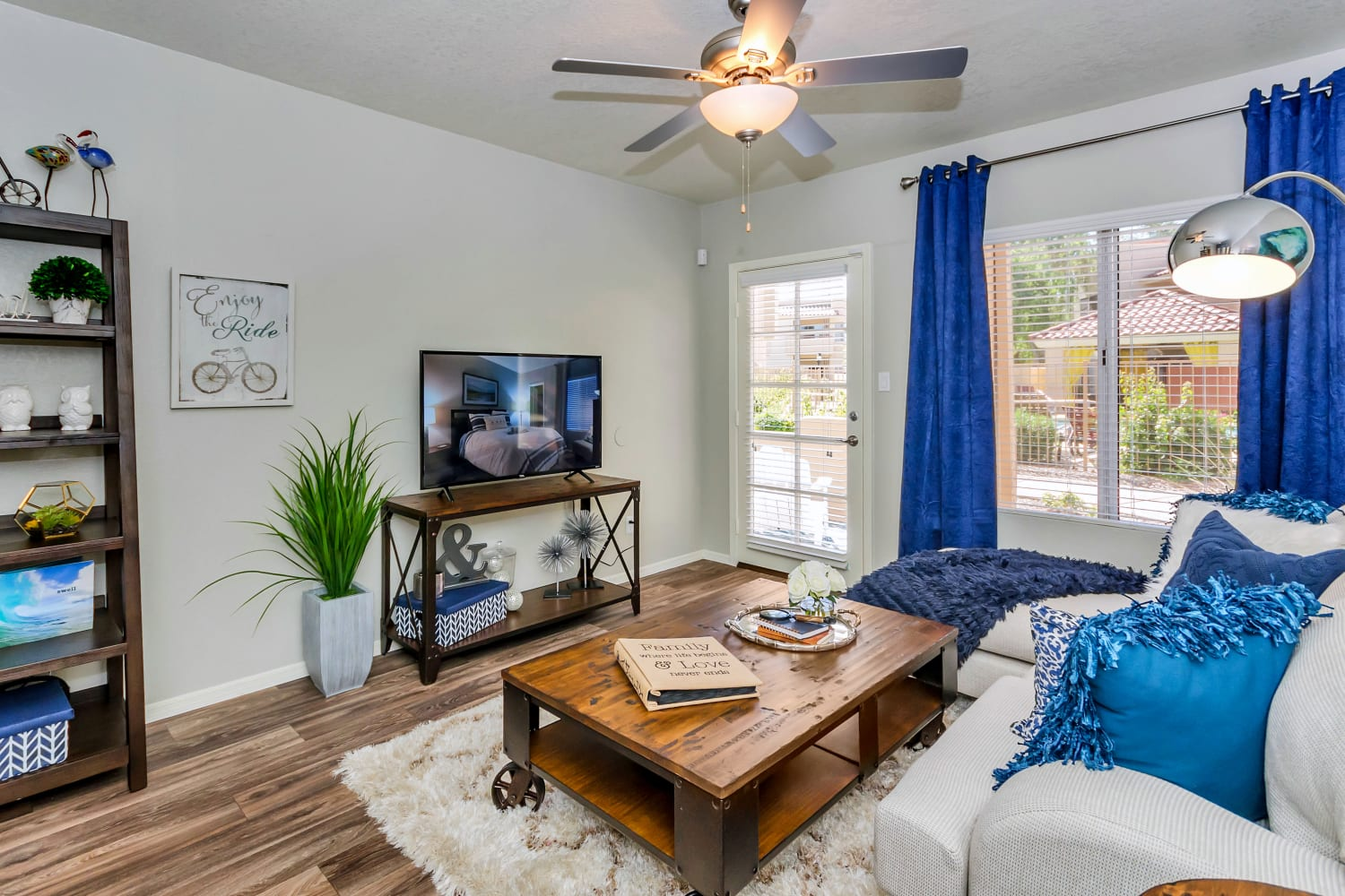 Wonderful 1, 2, & 3 bedrooms for rent at Alcove at the Islands in Gilbert, Arizona
