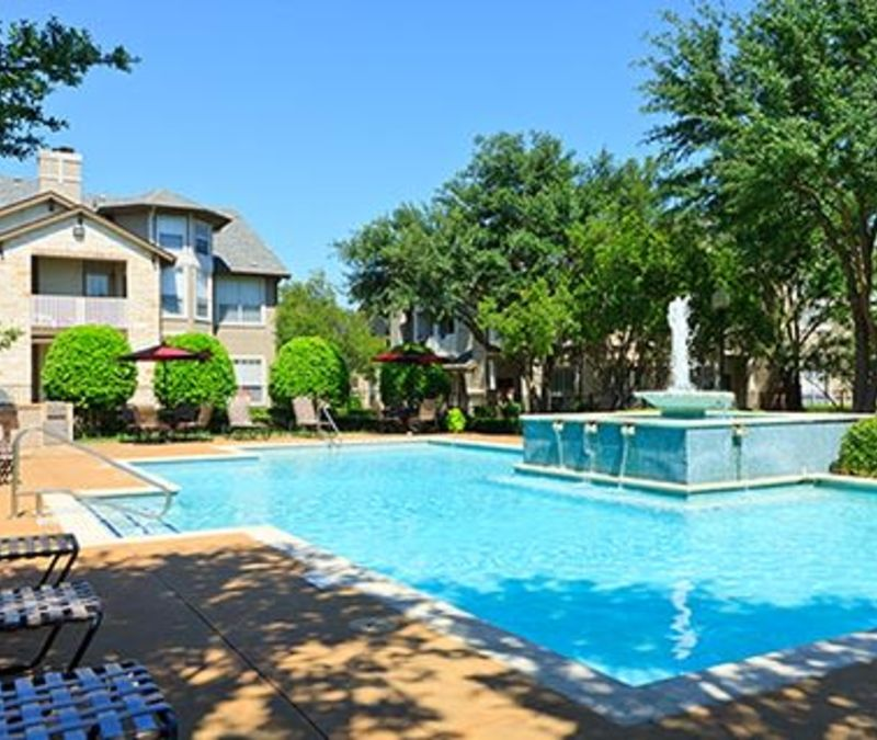 Swimming pool with a fountain at Somerset at Spring Creek in Plano, Texas