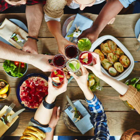 Food and drinks near Oasis at Montclair Apartments in Dumfries, Virginia