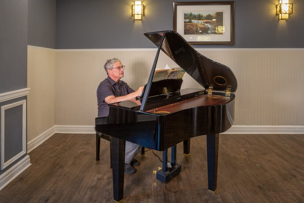 Piano entertainment at Harmony at Five Forks in Simpsonville, South Carolina