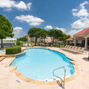 Features & Amenities at Crescent Cove at Lakepointe in Lewisville, Texas