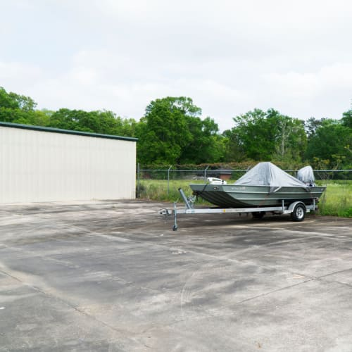 RV, boat, and auto parking at Red Dot Storage in Hammond, Louisiana