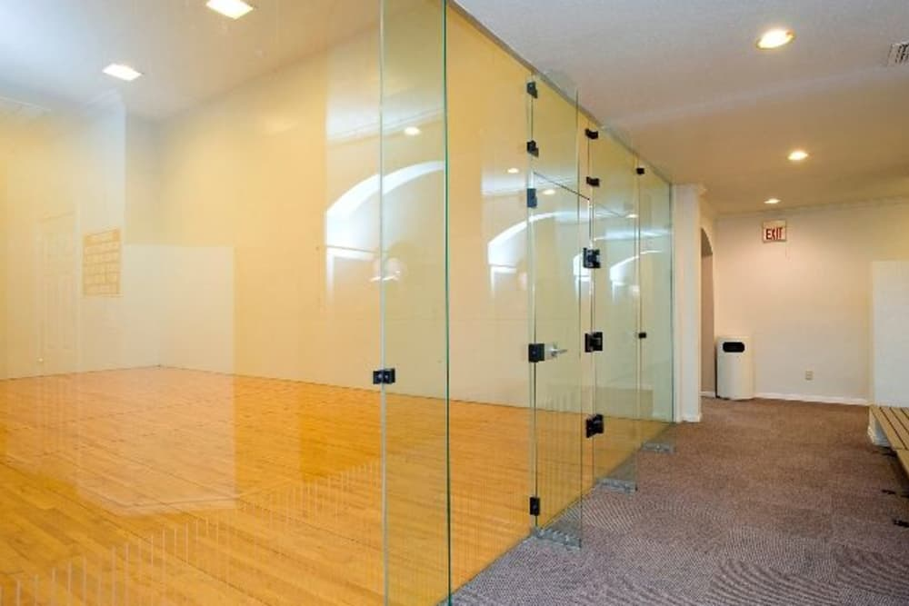 Rancho Palisades offers racquetball courts for residents who play in Dallas, Texas