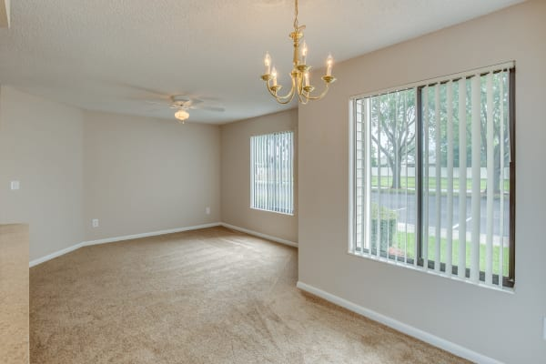 dining area in Cypress Cove luxury apartments