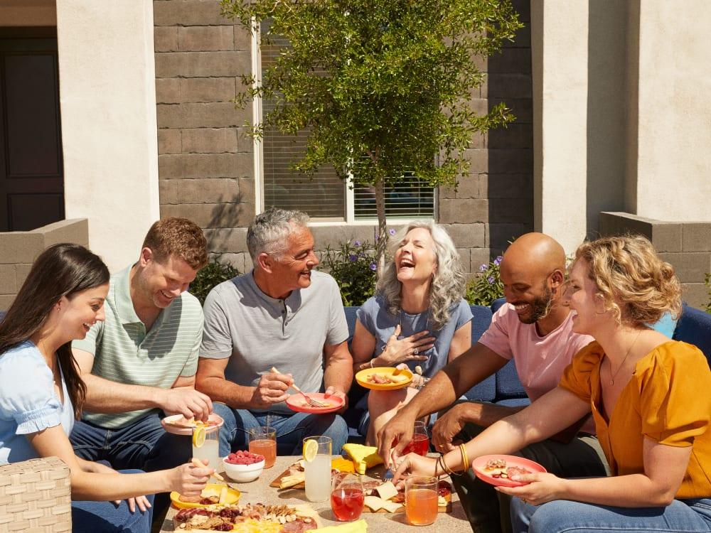 Residents eating at BB Living at Higley Park in Gilbert, Arizona