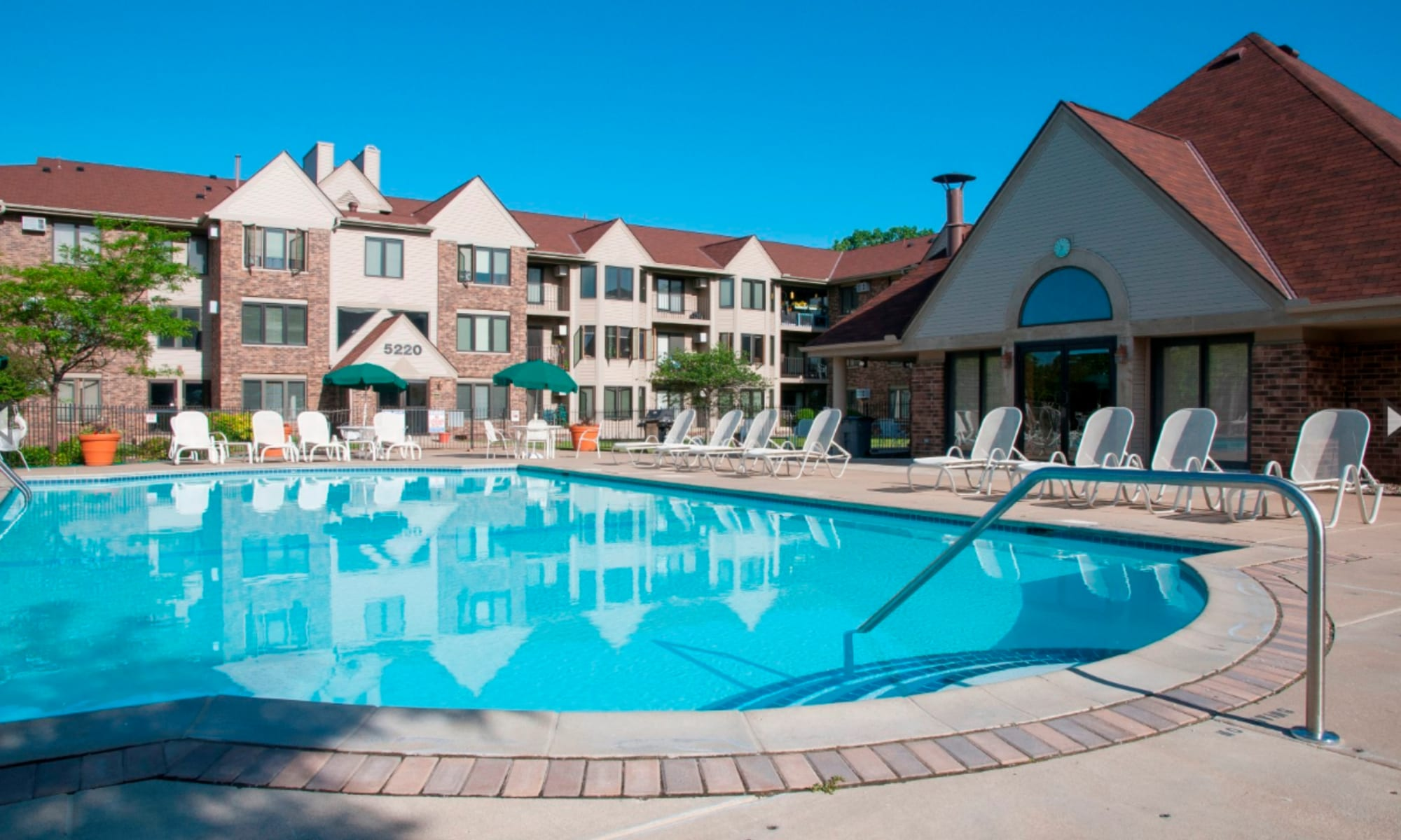 Oaks Lincoln Apartments & Townhomes apartments in Edina, Minnesota