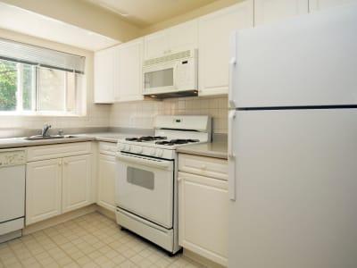 Kitchen at Lynbrook at Mark Center Apartment Homes