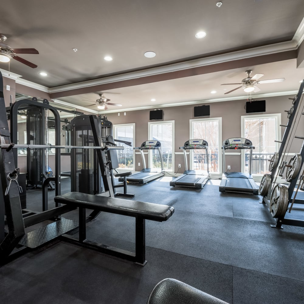 Very well-equipped onsite fitness center at Vail Quarters in Dallas, Texas