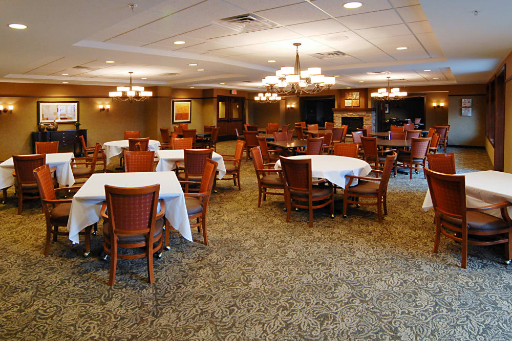The dining hall at The Glenn Minnetonka
