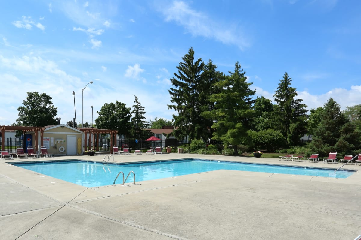 The onsite pool at Fox and Hounds Apartments in Columbus, Ohio