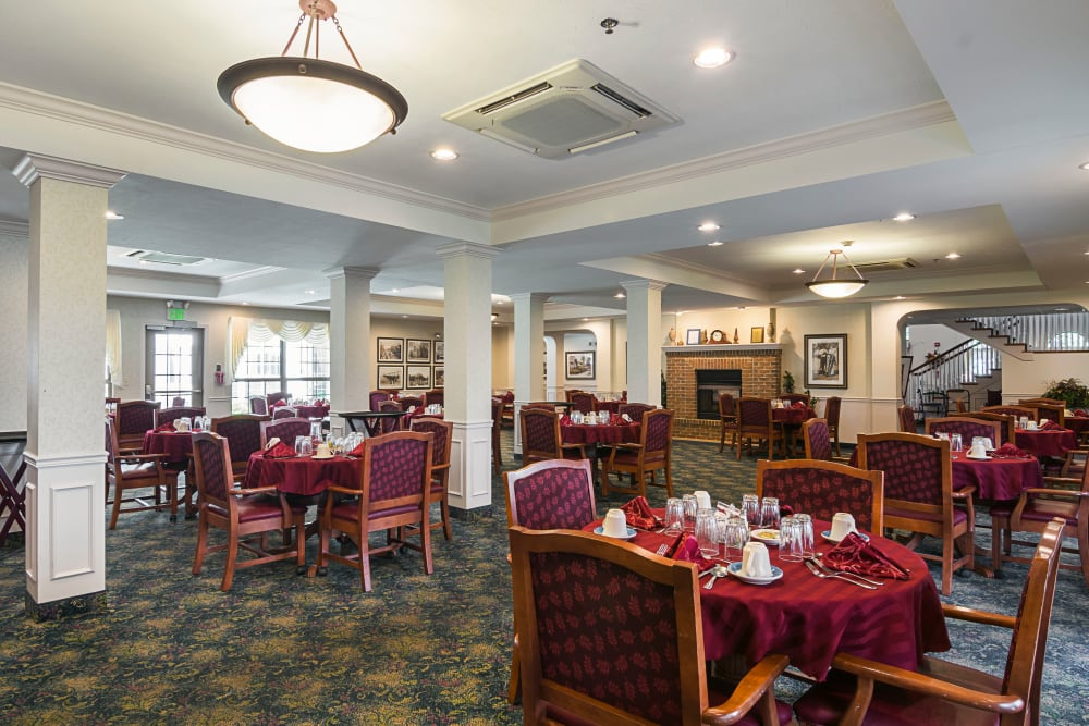Assisted Living Dining Room in Michigan City Indiana