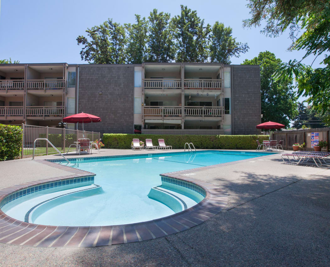 Sparkling swimming pool at The Glens Apartments in San Jose, California