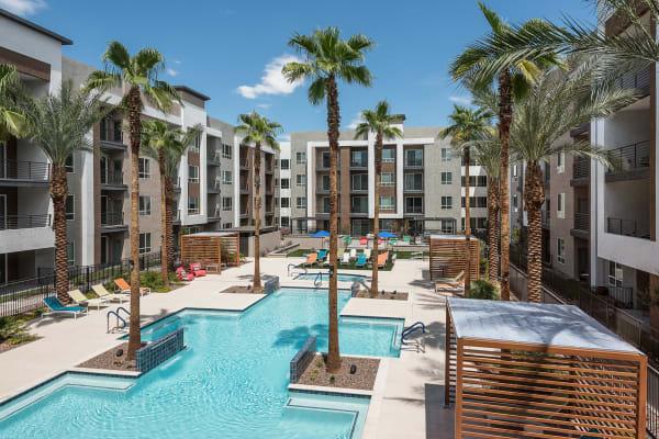ArLo offers a resort style swimming pool in Phoenix, Arizona