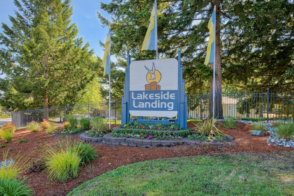Swimming pool at Lakeside Landing Apartments