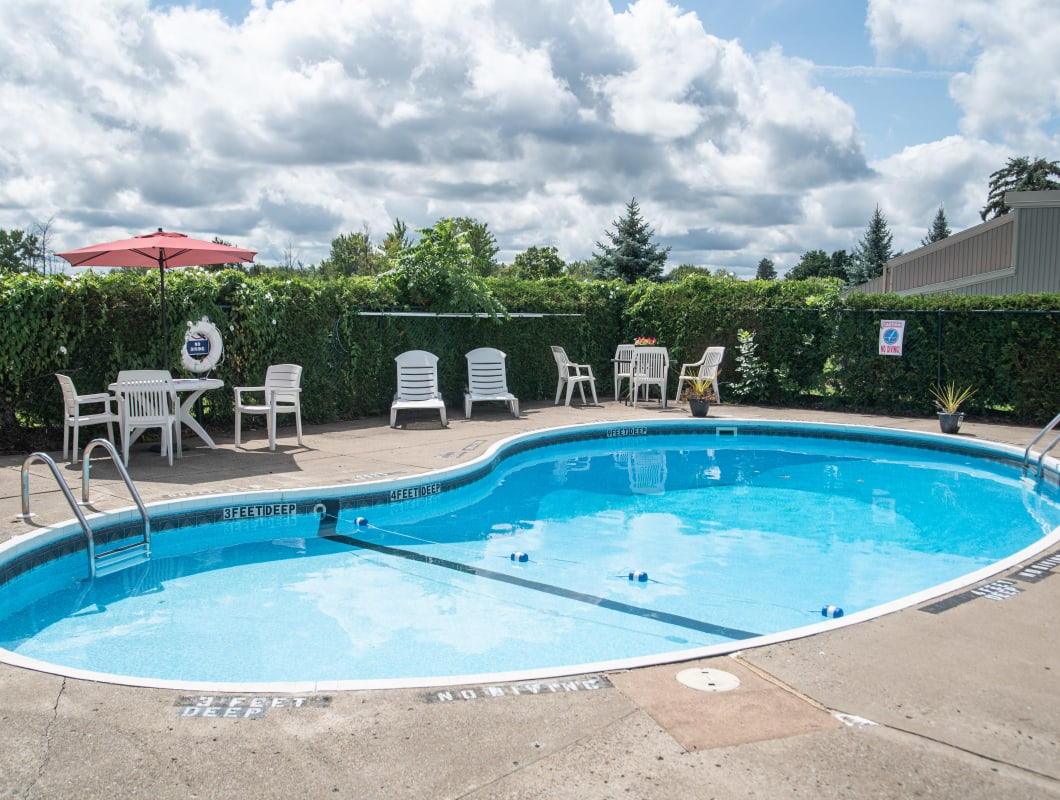 Sparkling swimming pool at Eagles Pointe Townhomes in Liverpool