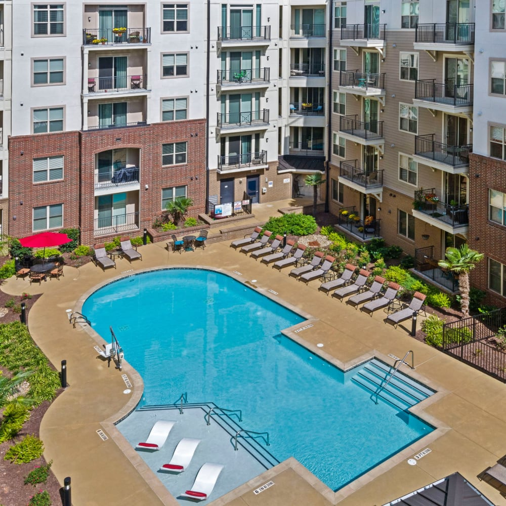 Sparkling Pool at 401 Oberlin in Raleigh, North Carolina