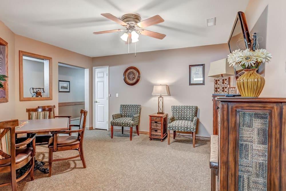Cozy sitting room at Brookstone Estates of Mattoon South in Mattoon, Illinois