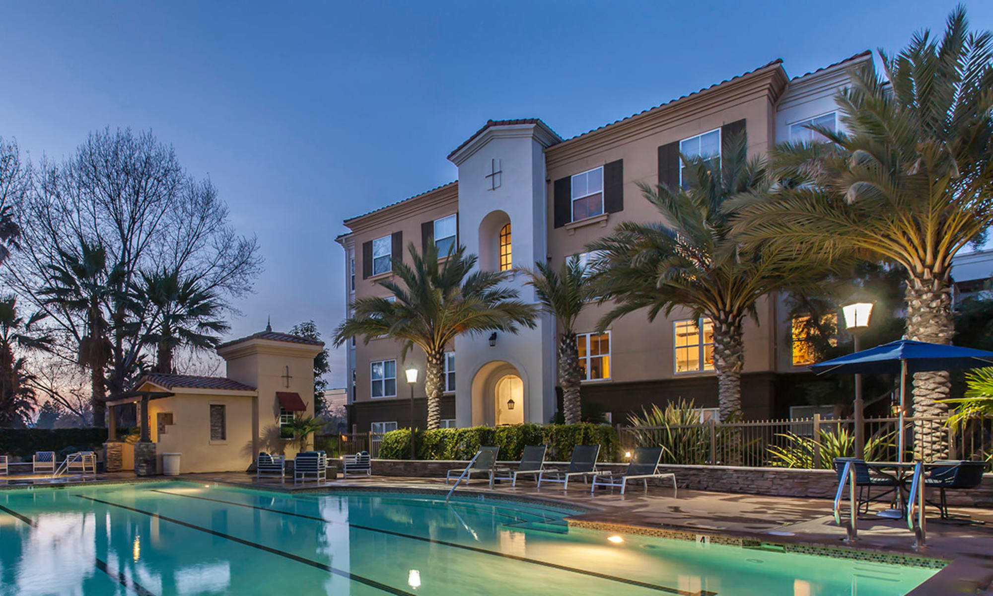 Apartments and beautiful swimmg pool at Park Central in Concord, California