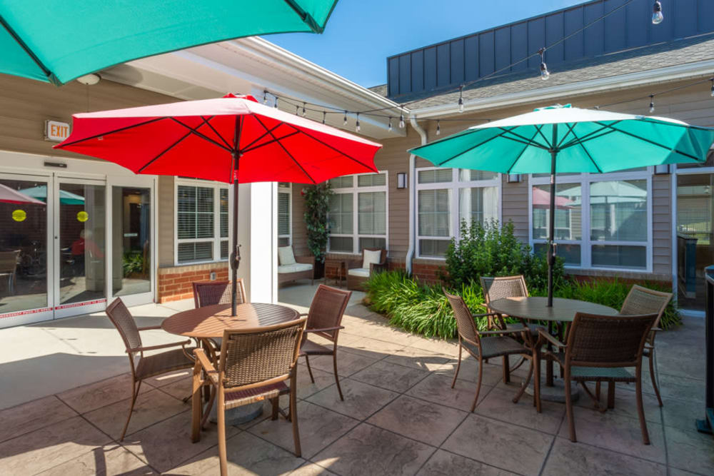 Outdoor seating in the courtyard at The Harmony Collection at Roanoke - Memory Care in Roanoke, Virginia