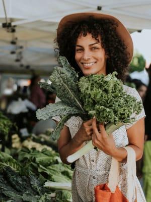 A women enjoying shopping at the farmer's market near Hawthorn Village Apartments in Napa, California