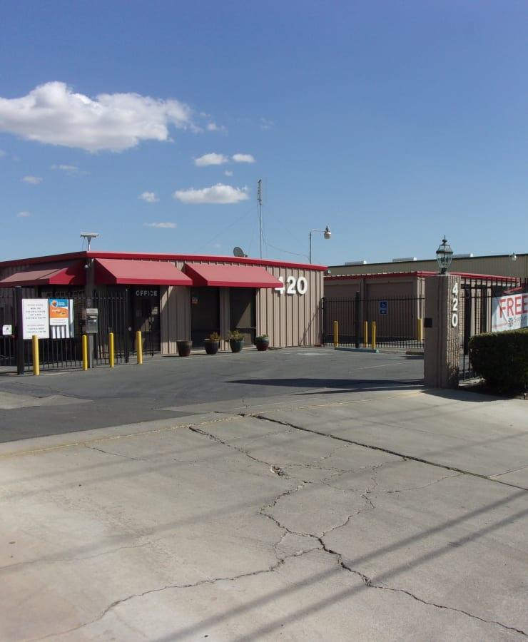 Facade and driveway at StorQuest Self Storage in Los Banos, California