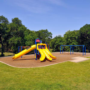 Features & Amenities at Carrollton Park of North Dallas in Dallas, Texas