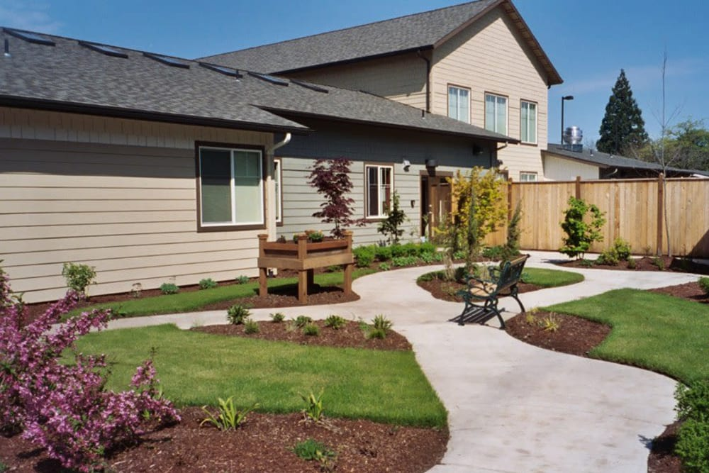 The community courtyard at Bayberry Commons in Springfield, Oregon