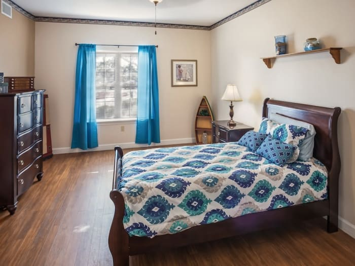 Our senior living facility in Las Vegas, Nevada offer a bedroom