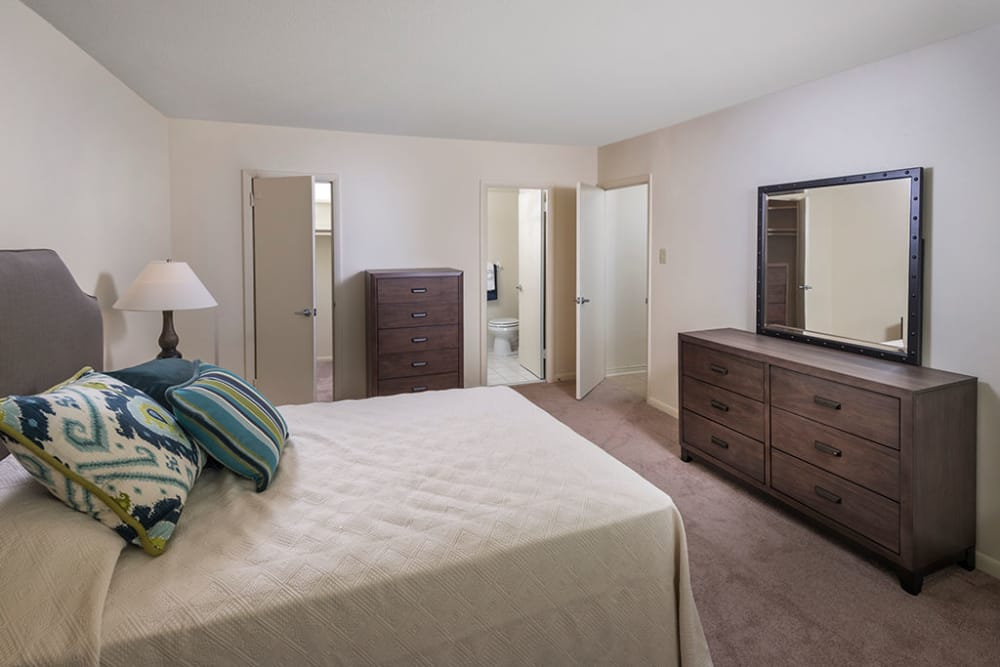 Bedroom layout of Haddonview Apartments in Haddon Township