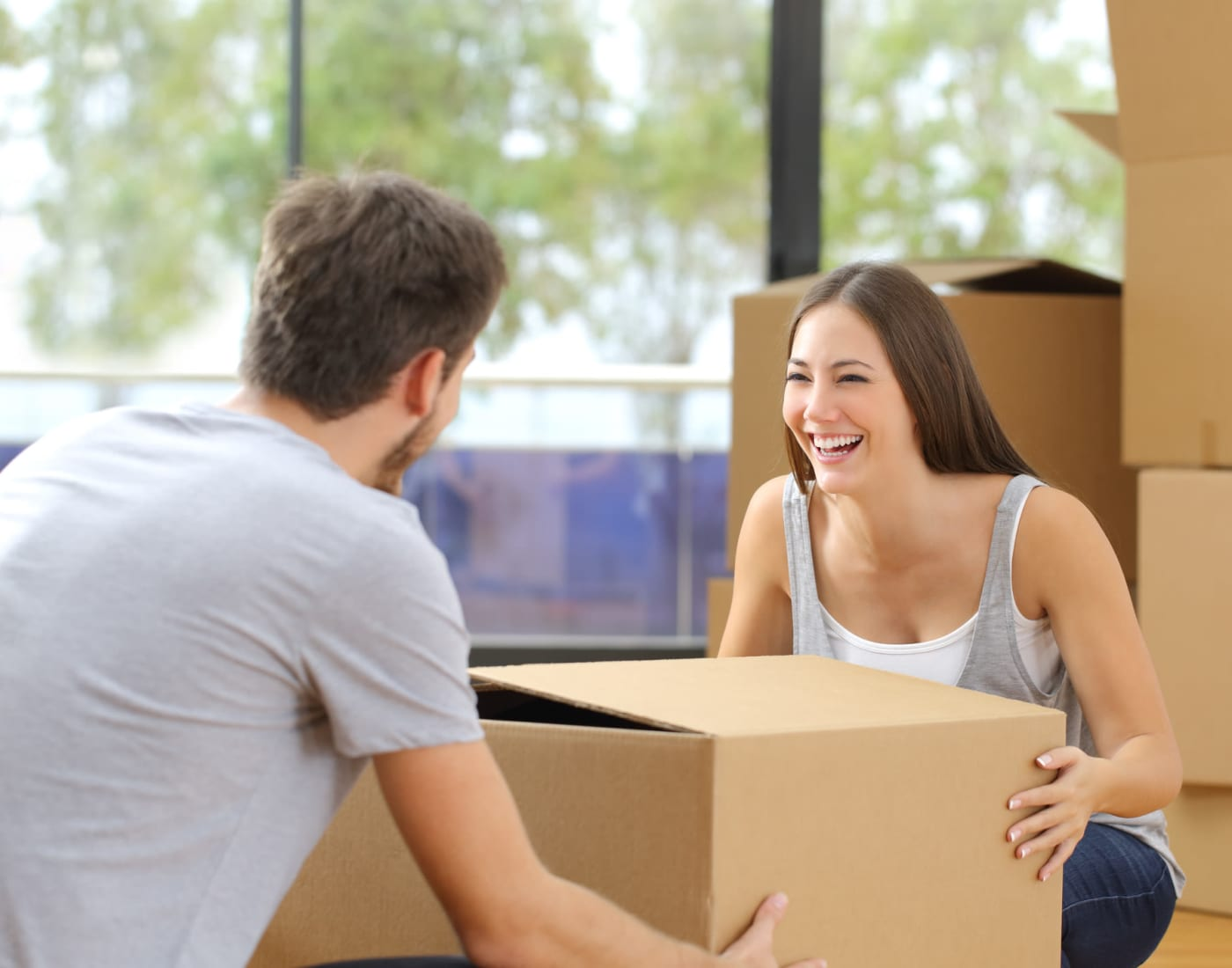 Couple packing using supplies from Midgard Self Storage in Greenville, South Carolina