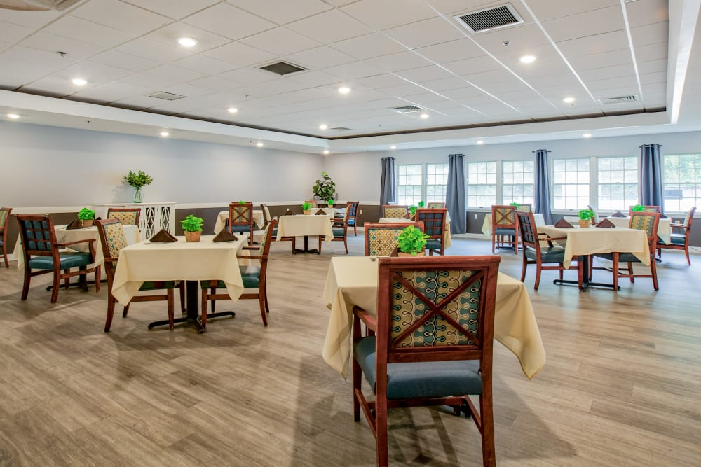 Wood Haven Senior Living offers a stunning dining room in Tewksbury, Massachusetts