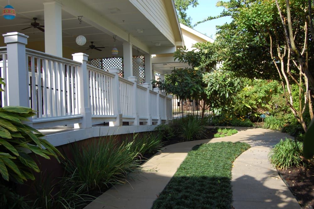 A paved walkway in the courtyard at Autumn Grove Cottage at The Heights in Houston, Texas