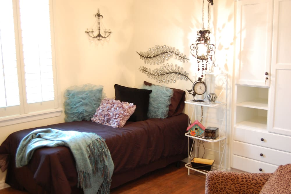A furnished studio apartment at Autumn Grove Cottage at The Heights in Houston, Texas