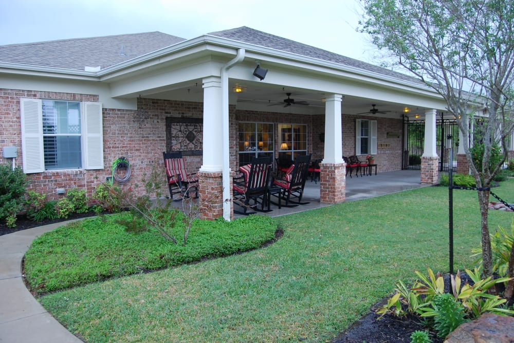 Covered patio seating at Autumn Grove Cottage at Pearland in Manvel, Texas