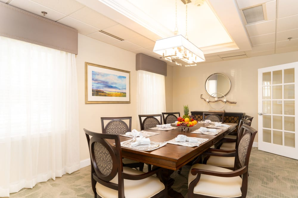 Dining room at Oakleaf Village At Greenville in Greer, SC