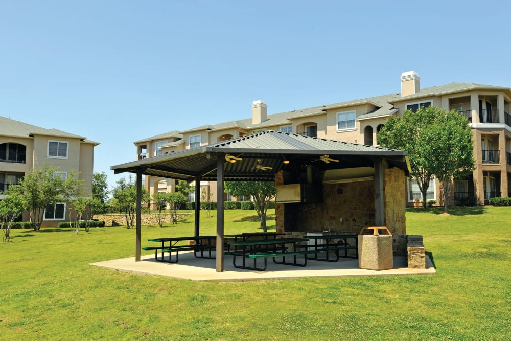 Outdoor Pavilion at Ballantyne Apartments in Lewisville, Texas