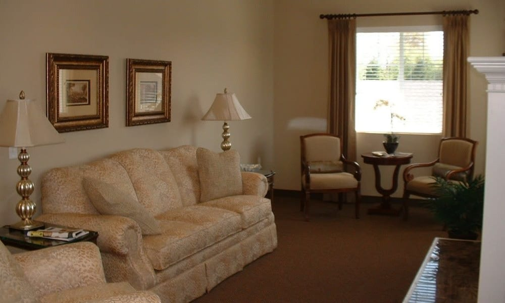 A community sitting room at Bayberry Commons in Springfield, Oregon
