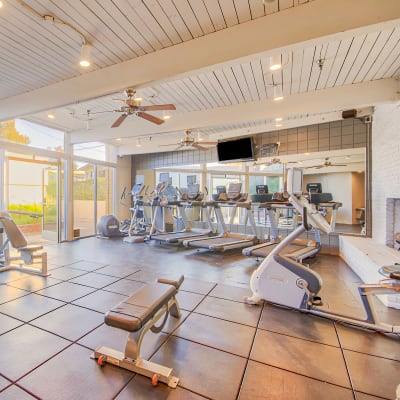 Link to reserve amenities at Villa Vicente in Los Angeles, California
