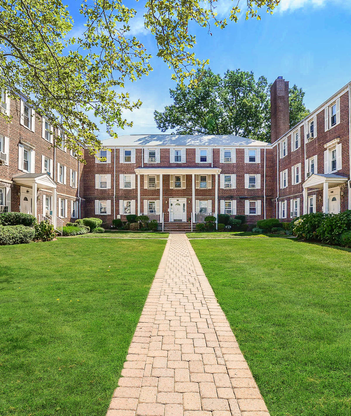 Apartments in Highland Park, NJ near New Brunswick | Harper