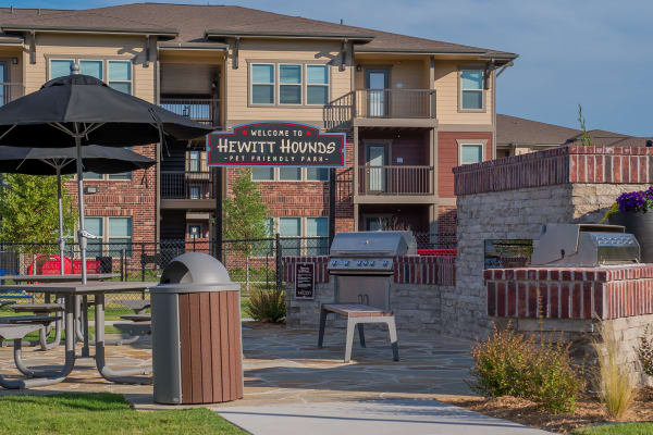 Our Icon at Hewitt apartments feature some absolutely wonderful amenities