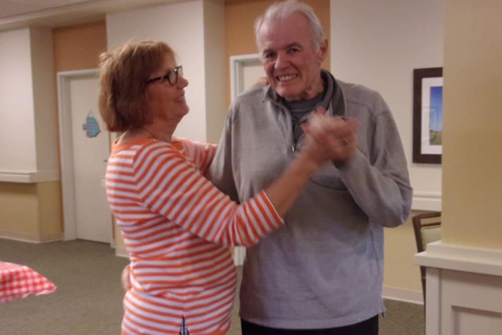 senior residents dancing